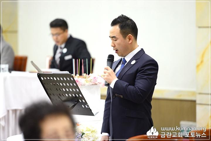 18-0206감독님생신예배8.JPG