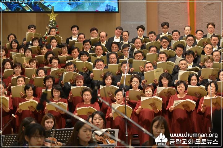 18-1223성탄축하음악예배39.JPG