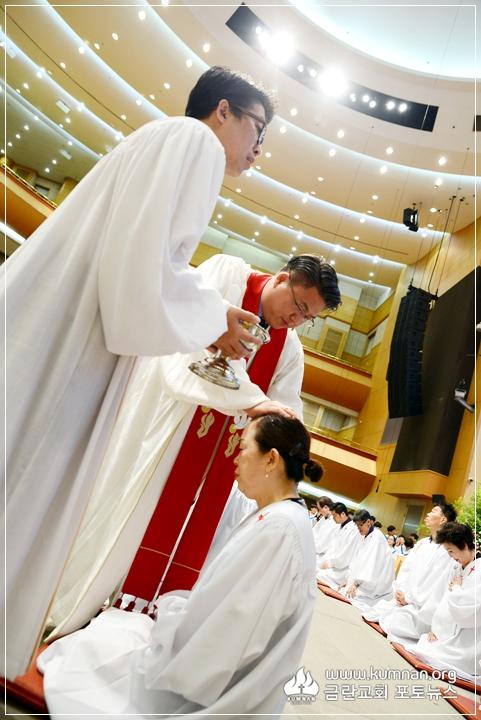 17-0827성인세례예식-31.jpg