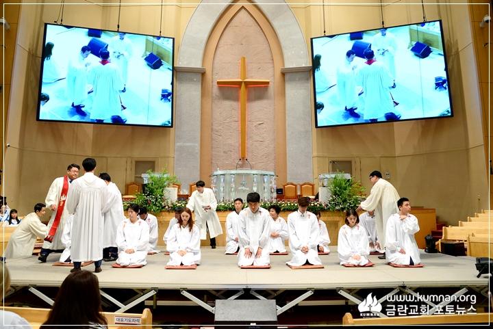 17-0827성인세례예식-32.JPG