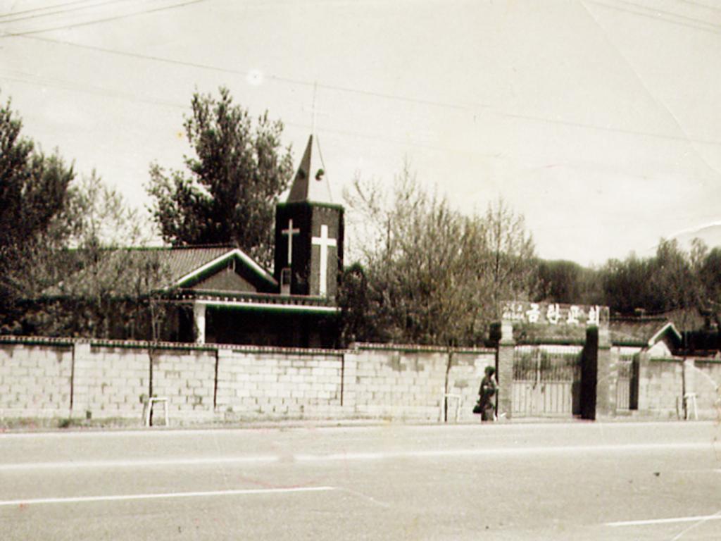 1971년 50평으로 증축된 성전.jpg